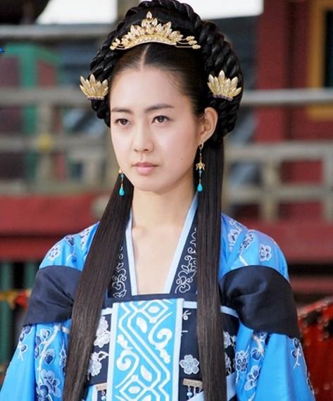 """Những vai diễn hoàng hậu làm """"khuynh đảo"""" màn ảnh Hàn Quốc - ảnh 6"""