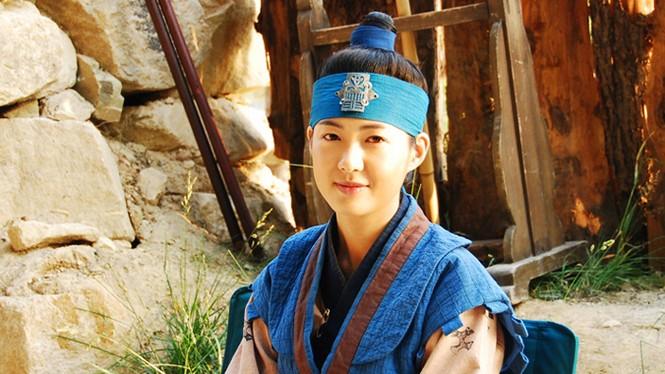 """Những vai diễn hoàng hậu làm """"khuynh đảo"""" màn ảnh Hàn Quốc - ảnh 7"""