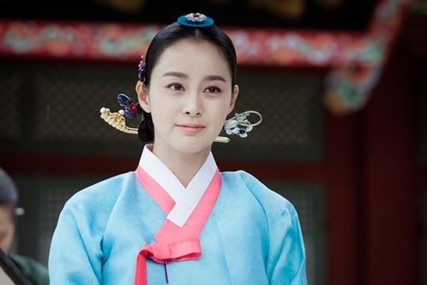 """Những vai diễn hoàng hậu làm """"khuynh đảo"""" màn ảnh Hàn Quốc - ảnh 8"""