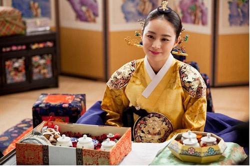 """Những vai diễn hoàng hậu làm """"khuynh đảo"""" màn ảnh Hàn Quốc - ảnh 9"""