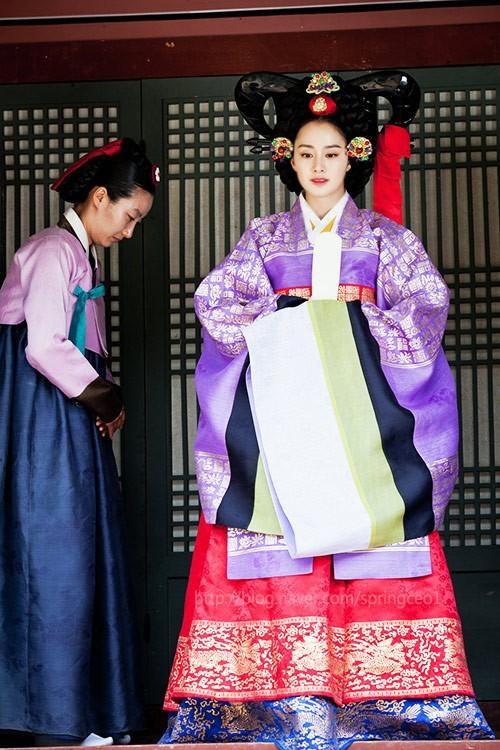 """Những vai diễn hoàng hậu làm """"khuynh đảo"""" màn ảnh Hàn Quốc - ảnh 10"""