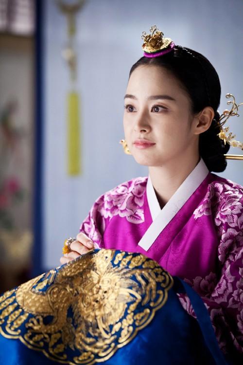"""Những vai diễn hoàng hậu làm """"khuynh đảo"""" màn ảnh Hàn Quốc - ảnh 11"""
