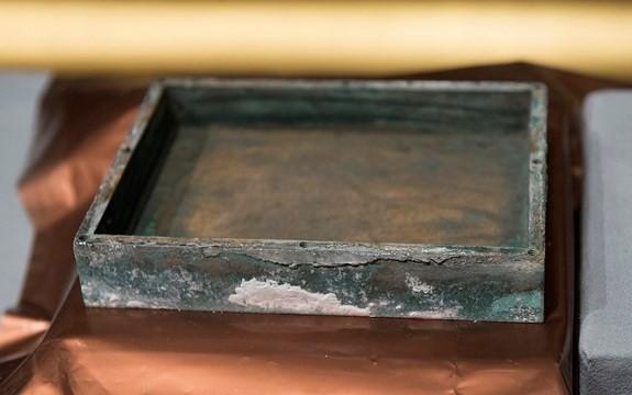 Vén màn bí ẩn bên trong hộp thời gian 220 tuổi - ảnh 6