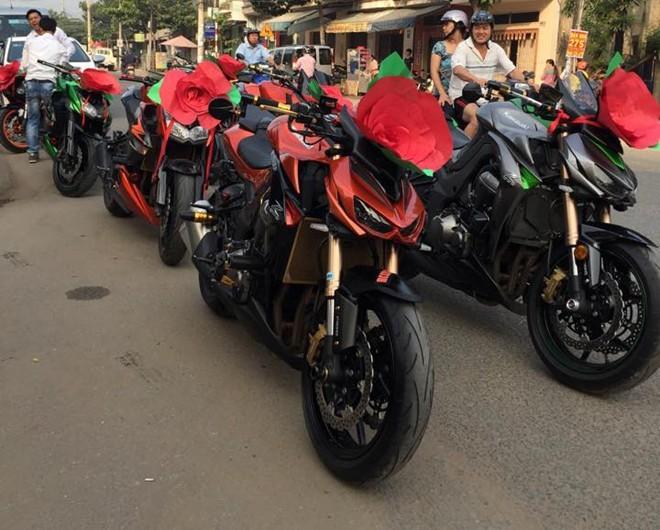 Kawasaki Z1000 trang trí lạ mắt đi rước dâu tại Biên Hòa - ảnh 2