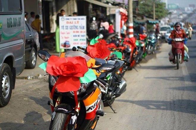 Kawasaki Z1000 trang trí lạ mắt đi rước dâu tại Biên Hòa - ảnh 3