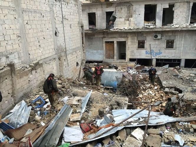 Thảm thương thị trấn Syria trong vòng vây phiến quân IS - ảnh 12