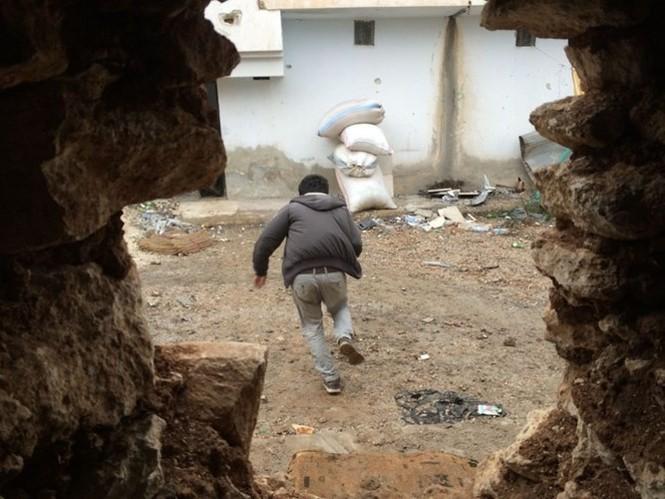 Thảm thương thị trấn Syria trong vòng vây phiến quân IS - ảnh 13
