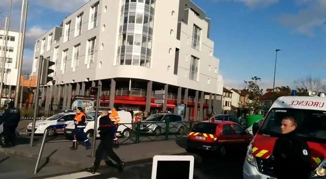 Tay súng điên bắt cóc con tin ở bưu điện gần Paris - ảnh 5