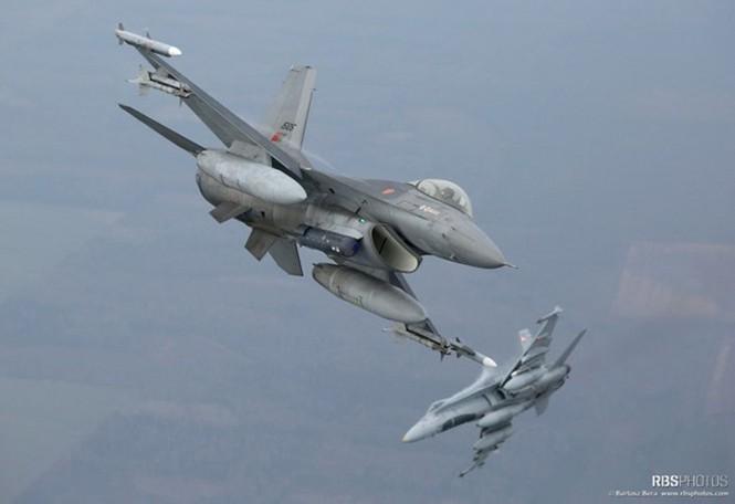 Nhìn gần máy bay chiến đấu NATO tuần tiễu khu vực Baltic - ảnh 2