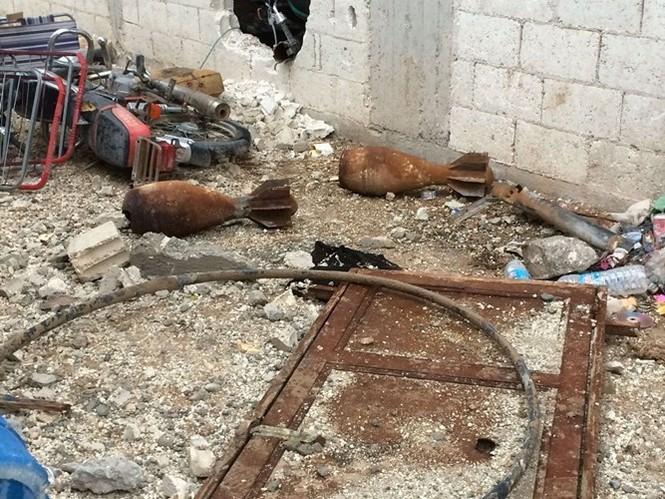 Thảm thương thị trấn Syria trong vòng vây phiến quân IS - ảnh 3