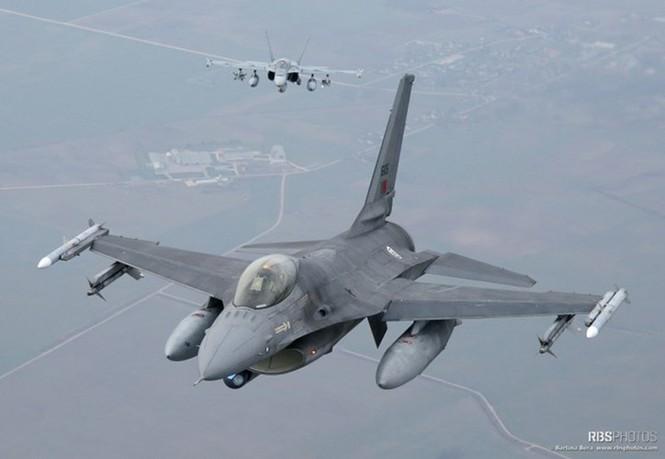 Nhìn gần máy bay chiến đấu NATO tuần tiễu khu vực Baltic - ảnh 4