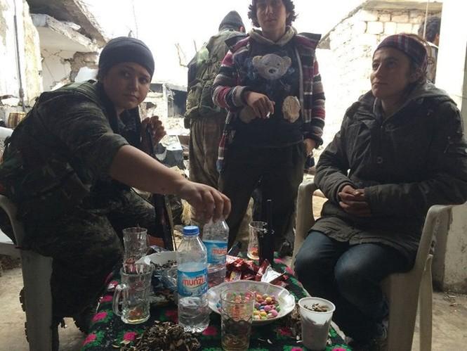 Thảm thương thị trấn Syria trong vòng vây phiến quân IS - ảnh 5