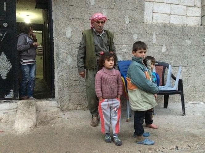 Thảm thương thị trấn Syria trong vòng vây phiến quân IS - ảnh 6