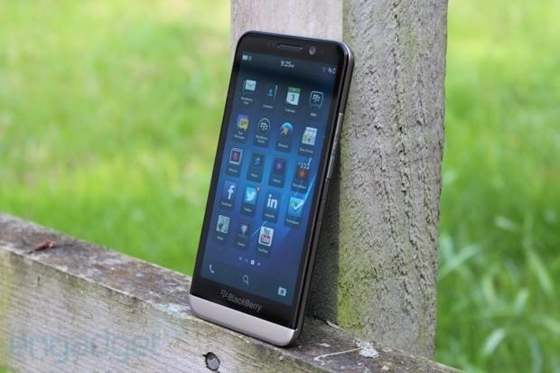 5 smartphone giảm giá mạnh nhất đầu năm 2015 - ảnh 5