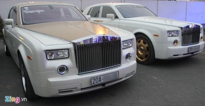 Bộ đôi Rolls-Royce Phantom mạ vàng của đại gia Thái Nguyên - ảnh 1