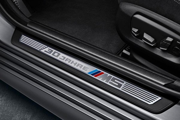 Tỷ phú Mỹ chi 700.000 USD mua BMW M5 bản đặc biệt - ảnh 2