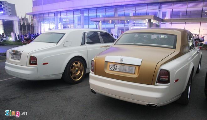 Bộ đôi Rolls-Royce Phantom mạ vàng của đại gia Thái Nguyên - ảnh 2