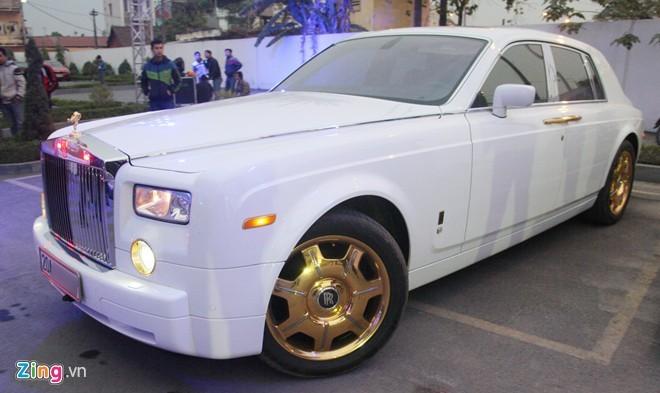 Bộ đôi Rolls-Royce Phantom mạ vàng của đại gia Thái Nguyên - ảnh 4