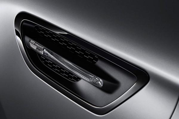 Tỷ phú Mỹ chi 700.000 USD mua BMW M5 bản đặc biệt - ảnh 4