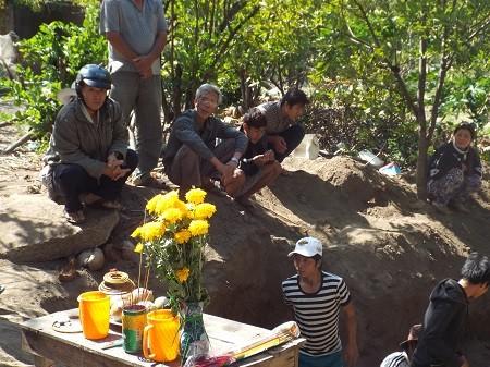 Hố chôn người tập thể được phát hiện như thế nào? - ảnh 1