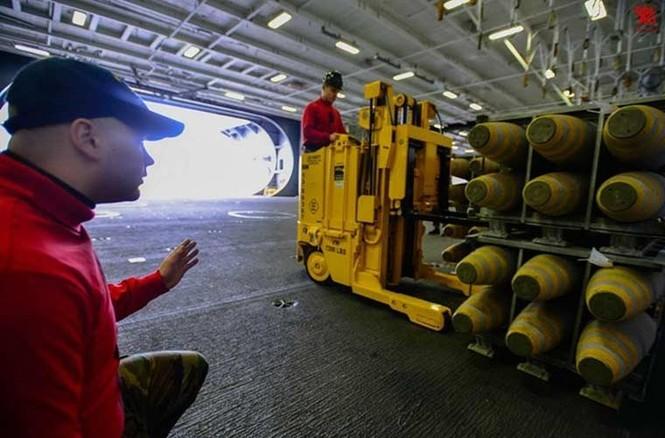 Tận mục qui trình lắp ráp ổ ạt bom thông minh JDAM Mỹ - ảnh 2