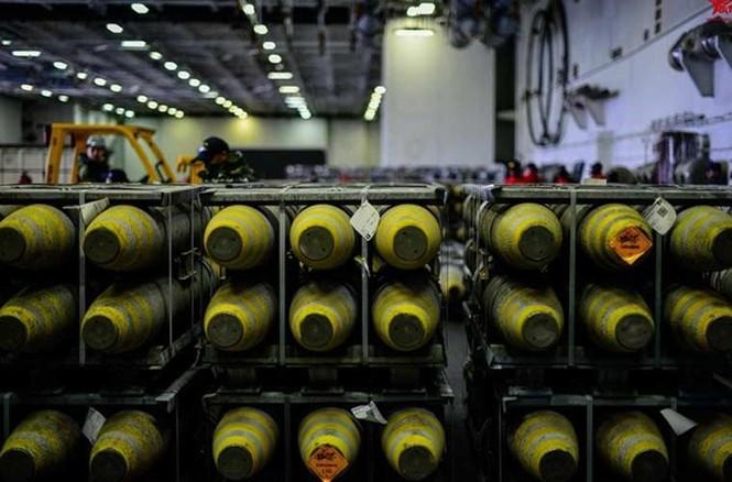 Tận mục qui trình lắp ráp ổ ạt bom thông minh JDAM Mỹ - ảnh 4