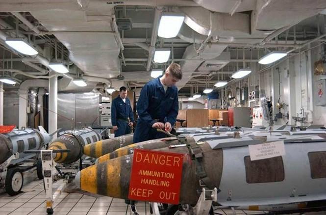 Tận mục qui trình lắp ráp ổ ạt bom thông minh JDAM Mỹ - ảnh 6