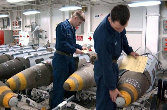 Tận mục qui trình lắp ráp ổ ạt bom thông minh JDAM Mỹ - ảnh 9