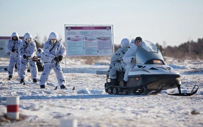 Xem Lữ đoàn Bắc Cực Nga khổ luyện trong tuyết lạnh - ảnh 3
