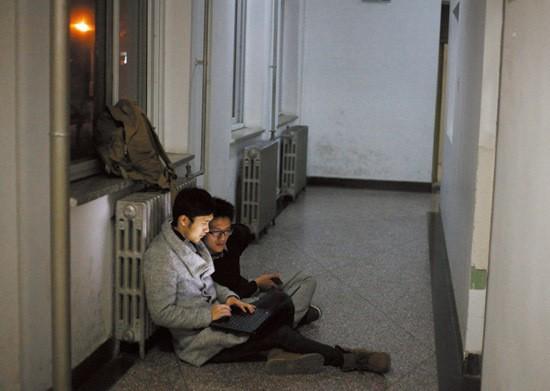 Sinh viên Trung Quốc ôn thi trắng đêm trong phòng tự học - ảnh 9