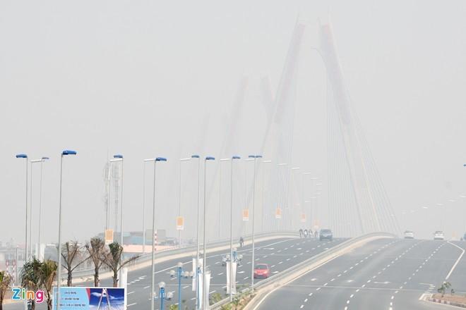 Cầu dây văng dài nhất Việt Nam mù sương giữa trưa - ảnh 9