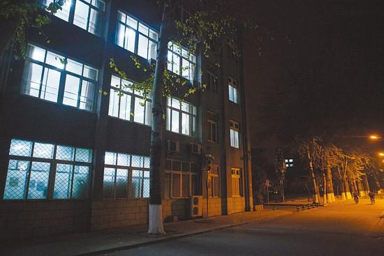 Sinh viên Trung Quốc ôn thi trắng đêm trong phòng tự học - ảnh 10