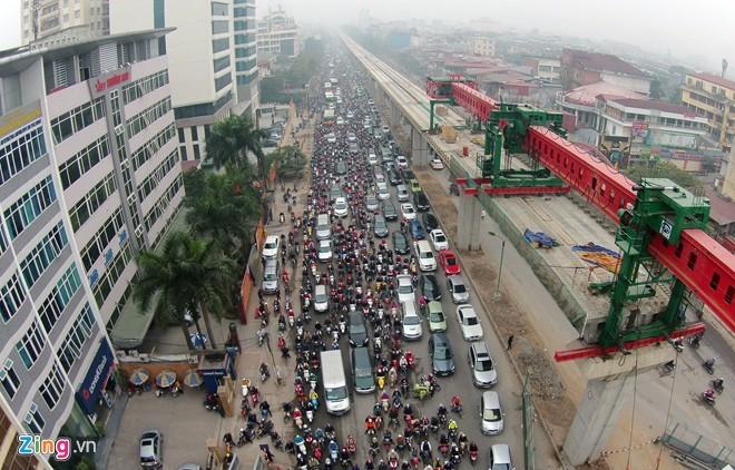 Cảnh tắc đường ở ngã tư 'khốn khổ' nhất Hà Nội - ảnh 2