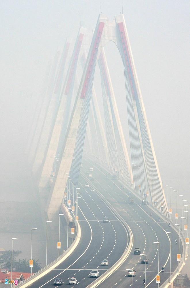 Cầu dây văng dài nhất Việt Nam mù sương giữa trưa - ảnh 2