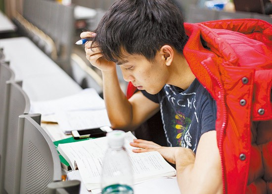 Sinh viên Trung Quốc ôn thi trắng đêm trong phòng tự học - ảnh 4