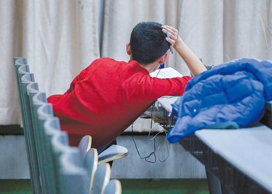 Sinh viên Trung Quốc ôn thi trắng đêm trong phòng tự học - ảnh 5