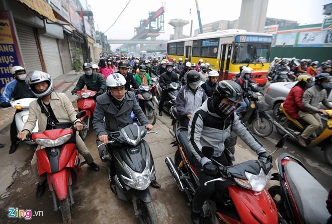 Cảnh tắc đường ở ngã tư 'khốn khổ' nhất Hà Nội - ảnh 7