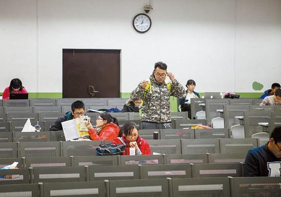 Sinh viên Trung Quốc ôn thi trắng đêm trong phòng tự học - ảnh 7