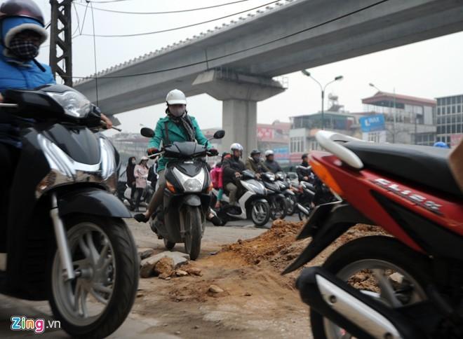 Cảnh tắc đường ở ngã tư 'khốn khổ' nhất Hà Nội - ảnh 8