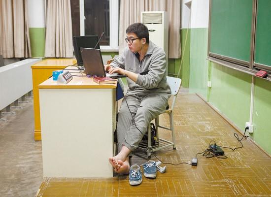 Sinh viên Trung Quốc ôn thi trắng đêm trong phòng tự học - ảnh 8