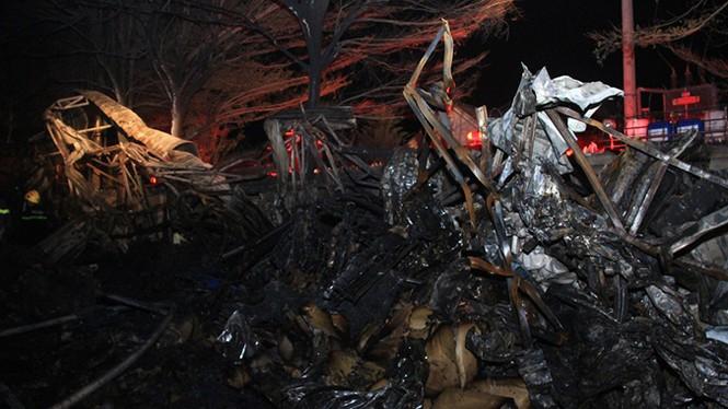 Cháy hơn 4 tiếng tại công ty may mặc, nhiều tài sản bị thiêu rụi - ảnh 2