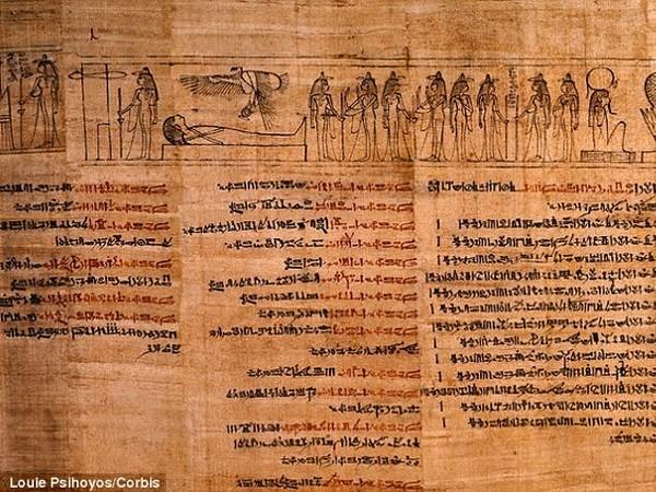 Phát hiện mặt nạ xác ướp chứa bản sao kinh thánh cổ nhất - ảnh 1