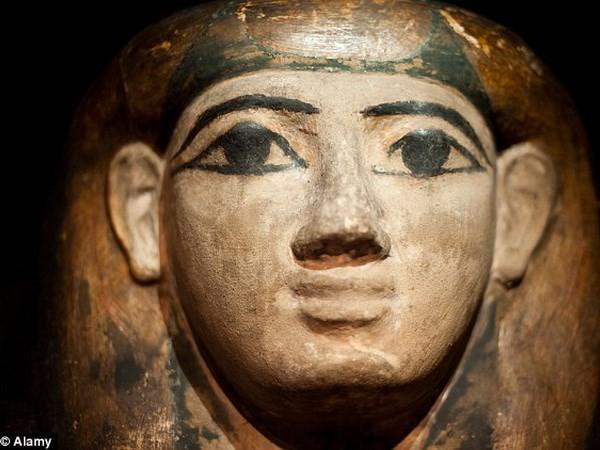 Phát hiện mặt nạ xác ướp chứa bản sao kinh thánh cổ nhất - ảnh 2