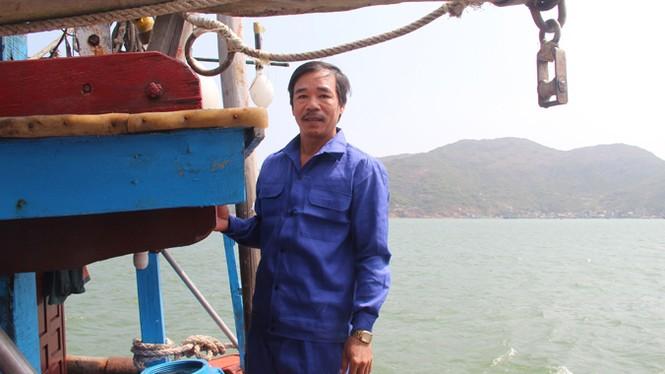 Cứu hộ thành công tàu cá bị nạn ở Hoàng Sa - ảnh 4