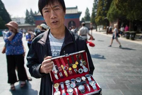 Lạc vào ma trận đồng hồ giả ở Trung Quốc - ảnh 1
