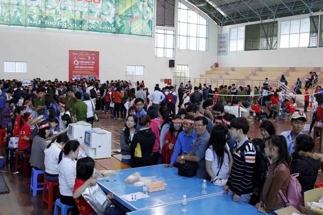 Chủ nhật Đỏ Khánh Hòa tiếp nhận 364 đơn vị máu - ảnh 1