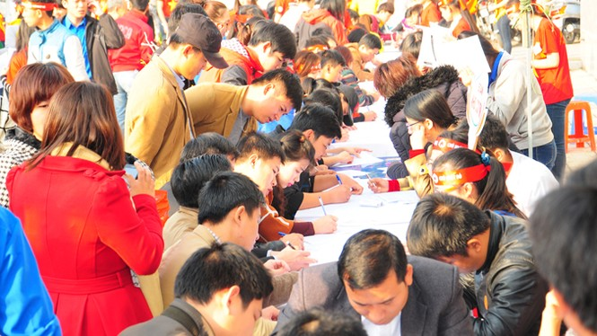 Rất đông bạn trẻ hiến máu tại Nghệ An - ảnh 7