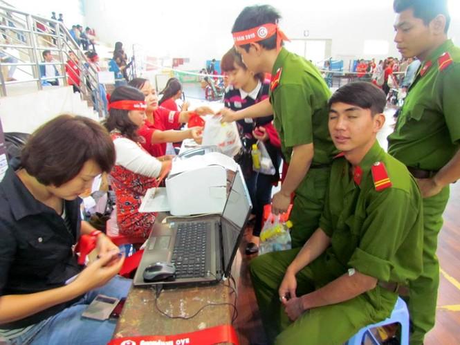 Chủ nhật Đỏ Khánh Hòa tiếp nhận 364 đơn vị máu - ảnh 8