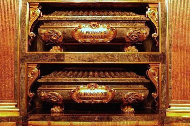 Khám phá lăng mộ bí mật dưới cung điện hoàng gia Tây Ban Nha - ảnh 1
