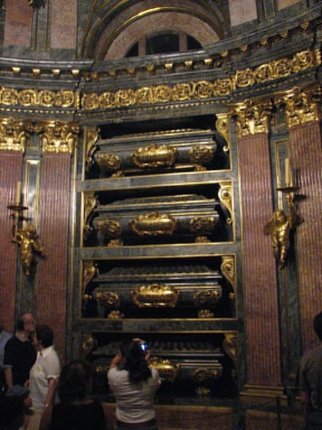 Khám phá lăng mộ bí mật dưới cung điện hoàng gia Tây Ban Nha - ảnh 4